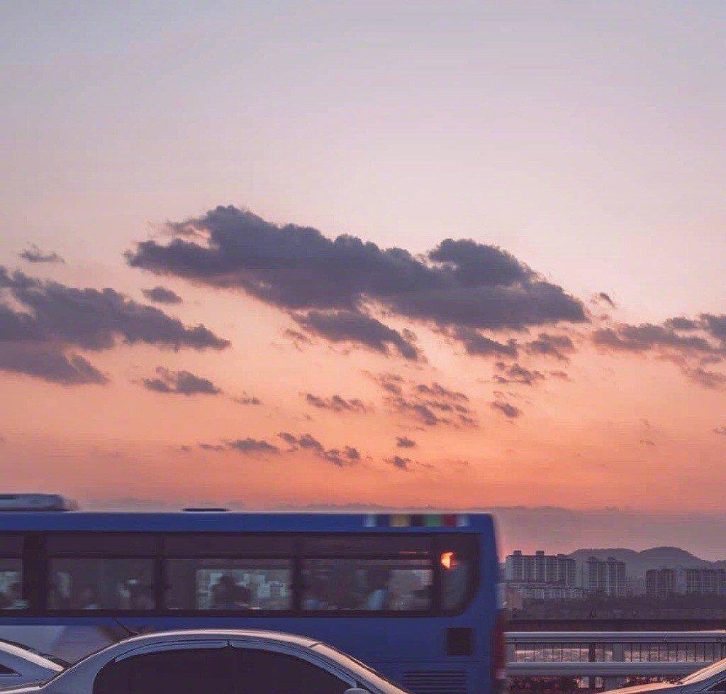 好看的风景图片 夜幕降临前的城市天空