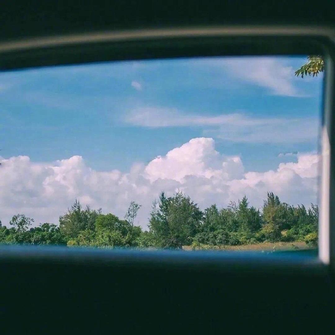 绿色风景唯美清新朋友圈背景图片