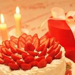 可爱的草莓生日蛋糕
