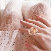 美丽的情侣戒指图片