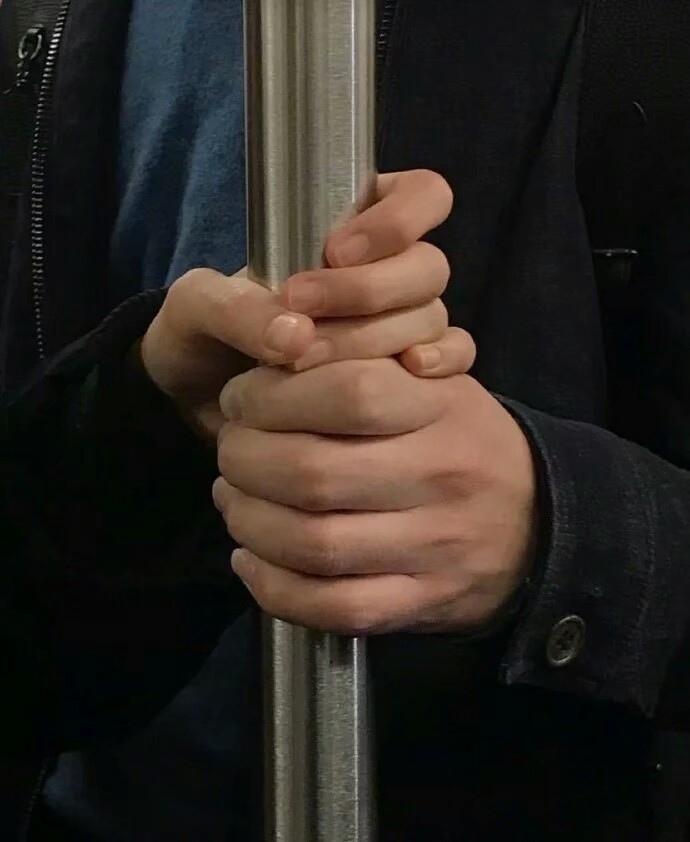 双手可爱情侣图片