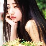 长发气质美女清纯写真图
