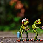 好看姿态各异的玩具青蛙