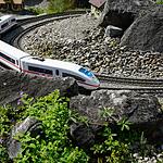 好看带轨道的玩具小火车