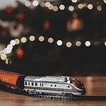 让人很喜欢的玩具火车图