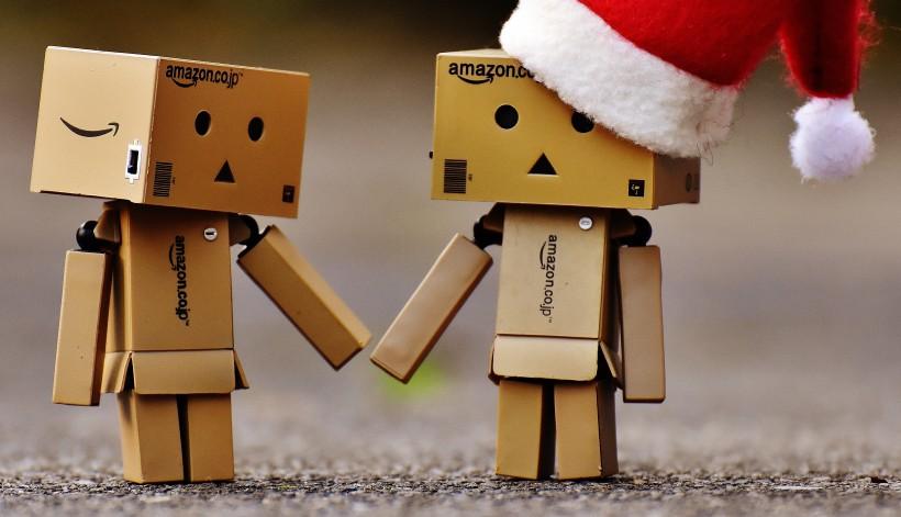 超级可爱戴着红色圣诞帽的纸盒人玩具图片大全
