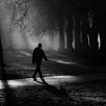 男生一个人的孤单黑白图