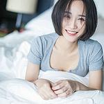 短发美女床上性感诱惑写