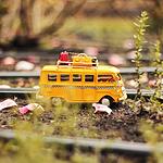 超级可爱黄色大巴车模型
