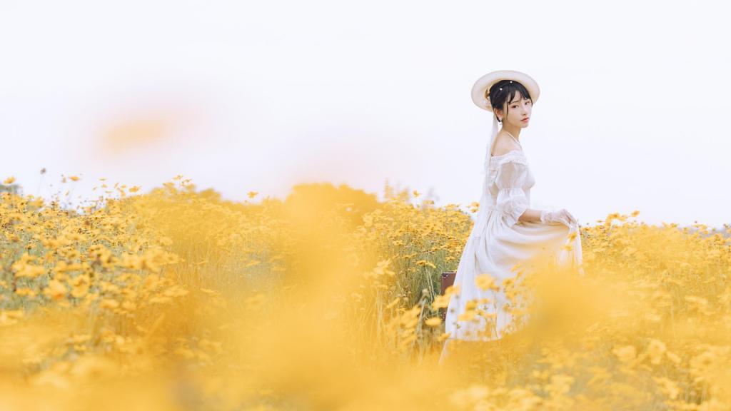 甜美Lolita少女花田清新甜美诱人写真图片桌面壁