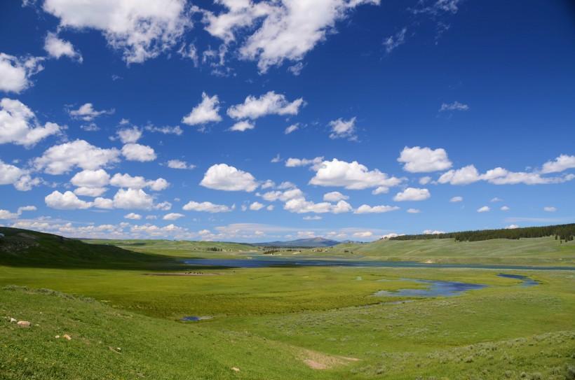 好看宽广绿色的草原风景图片大全