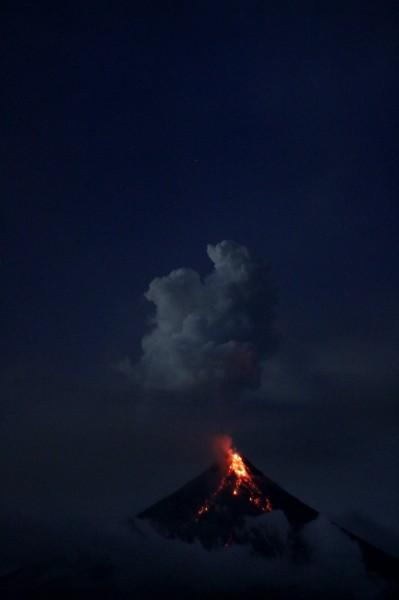 难得一见的火山喷发壮观景色高清壁纸图片
