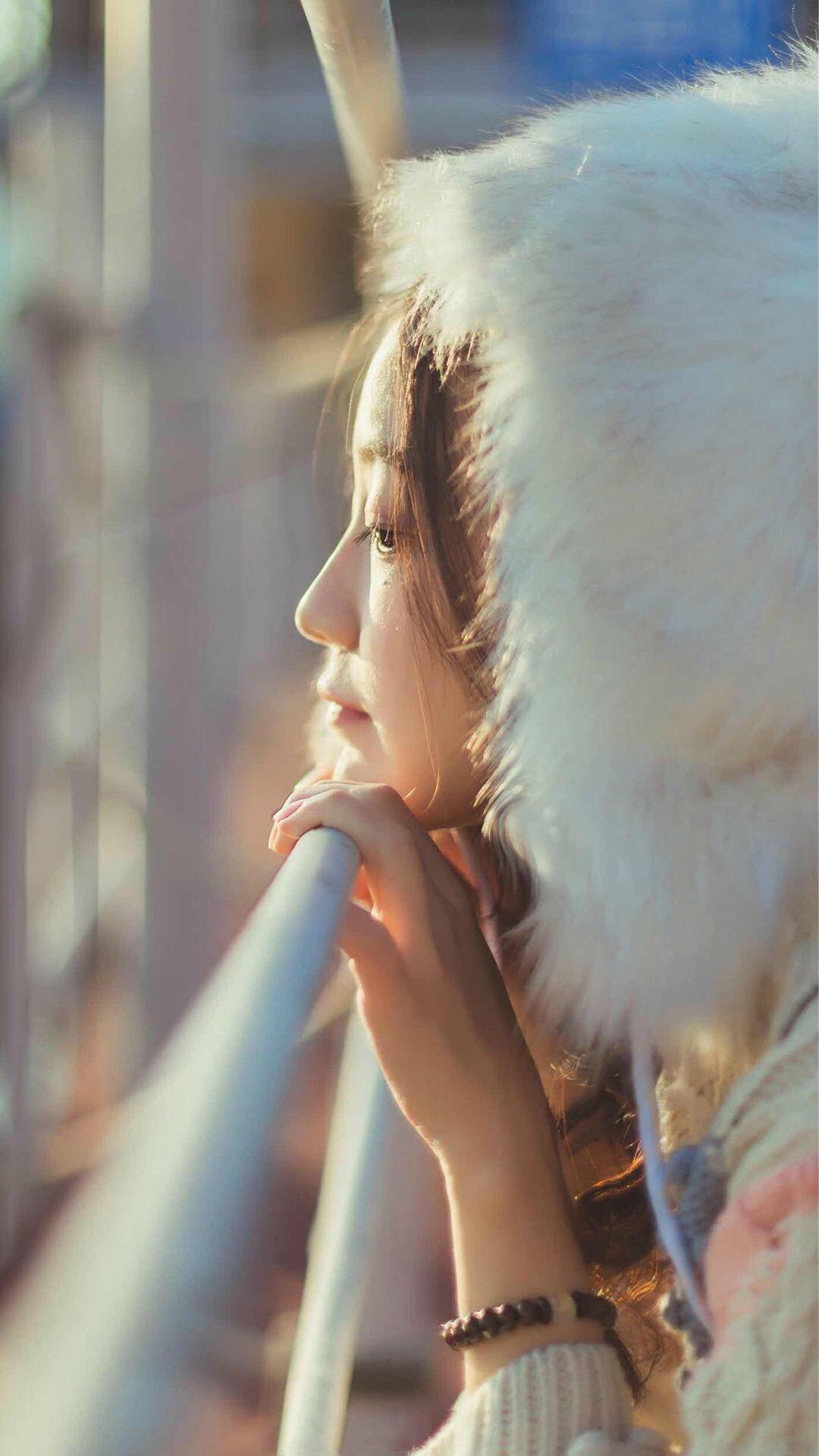 站在海边的气质美女高清唯美户外街拍手机壁纸