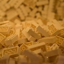 小孩很喜欢玩的塑料积木图片大全