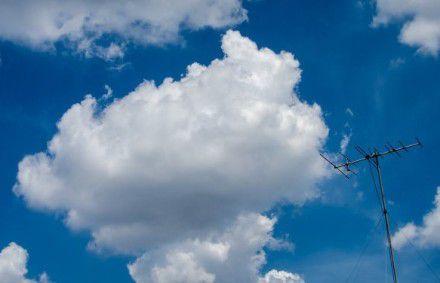 漂亮风吹来云点缀了你的天空图片