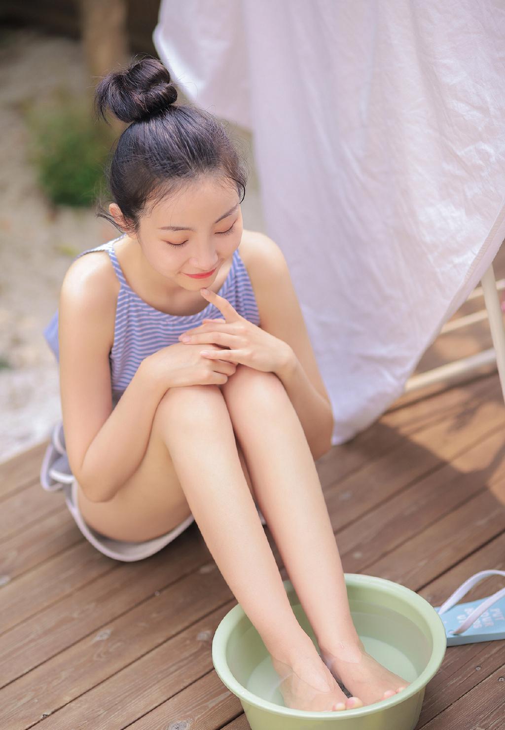 超美长腿美女白皙肌肤撩人性感写真图片大全