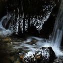 山涧里的清泉瀑布
