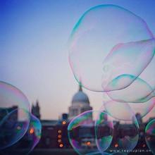 阳光下的彩色泡泡梦幻唯美