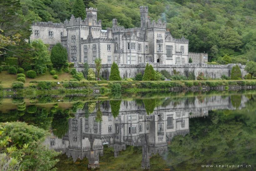 英国爱尔兰凯尔莫尔修道院古朴唯美建筑风景图