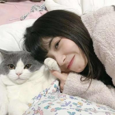 漂亮的女生与可爱宠物温馨来日方长头像图片