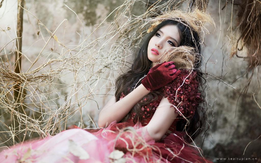 迷人性感的妖娆美女高清桌面壁纸写真图片