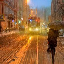 一起撑伞走过圣彼得堡的雨天图片壁纸大全
