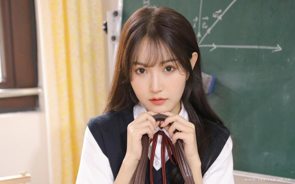 清纯jk制服学生妹教室白嫩俏皮可爱迷人写真