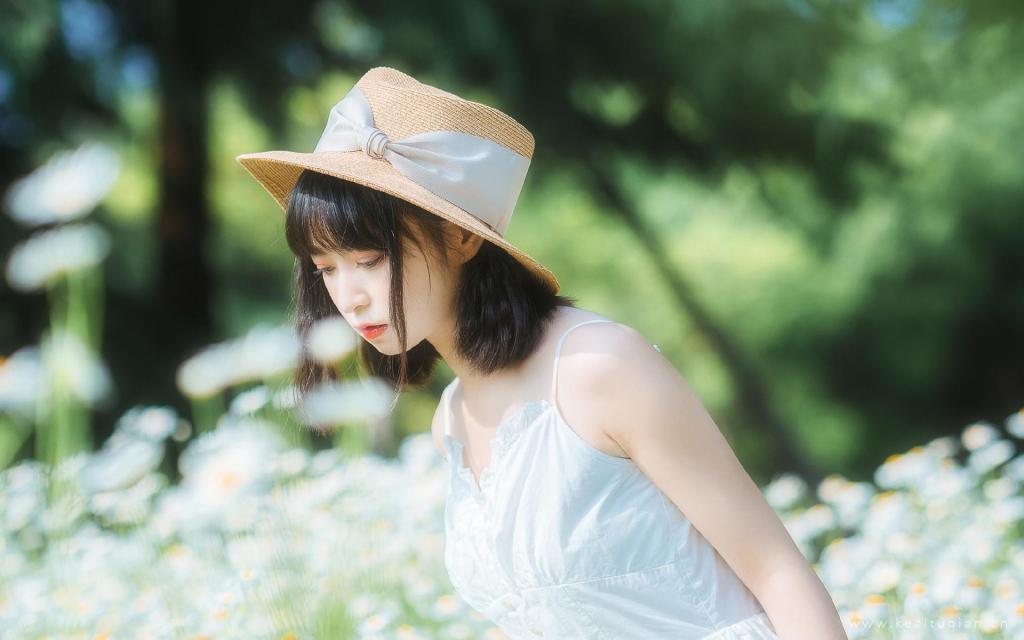 小清新森系美女白嫩肌肤甜美田园风写真