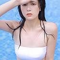 性感泳池裹胸美女
