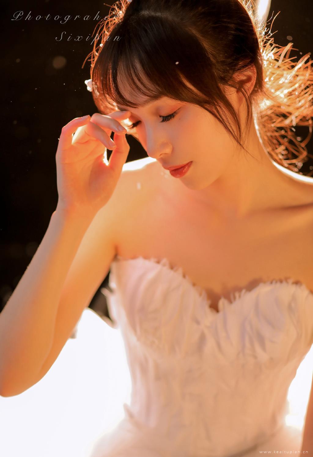 超美深V抹胸裙美女性感大胆写真图片大全