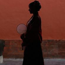 故宫里的红衣古装美女高清古风写真图片