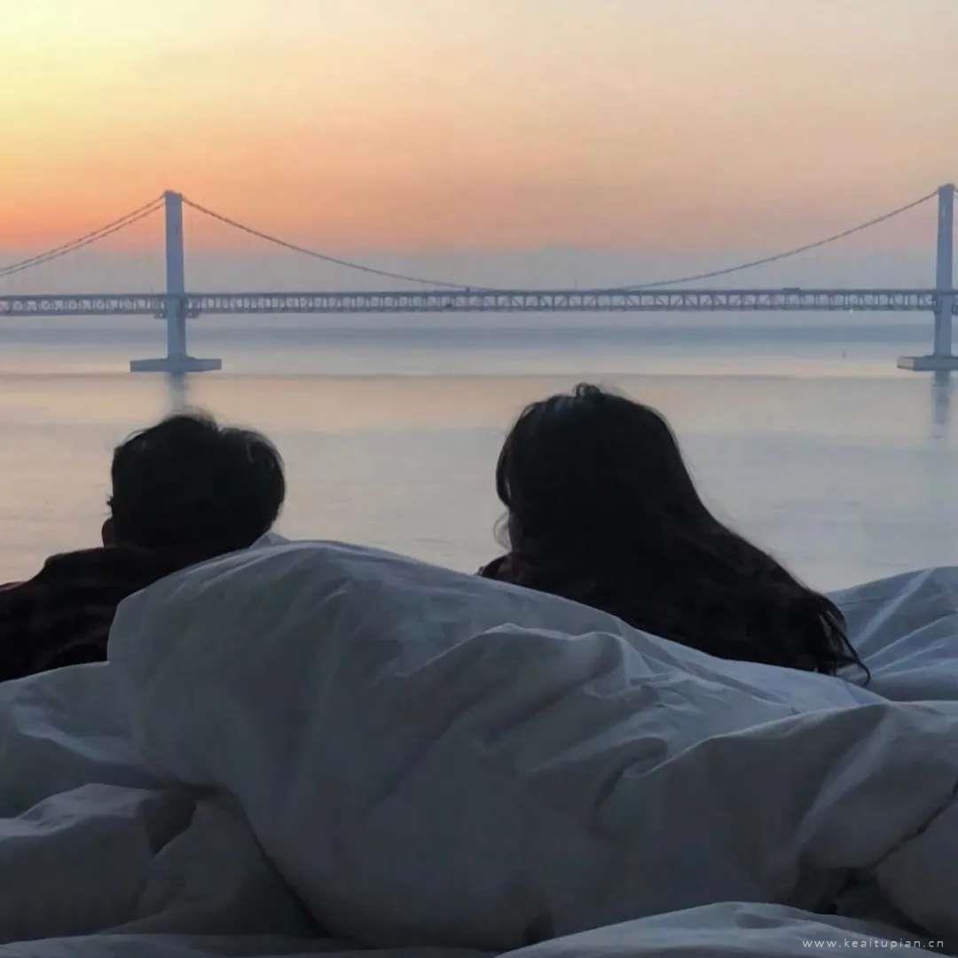 最美好的事是和你看落日·真人情侣温馨合拍图片