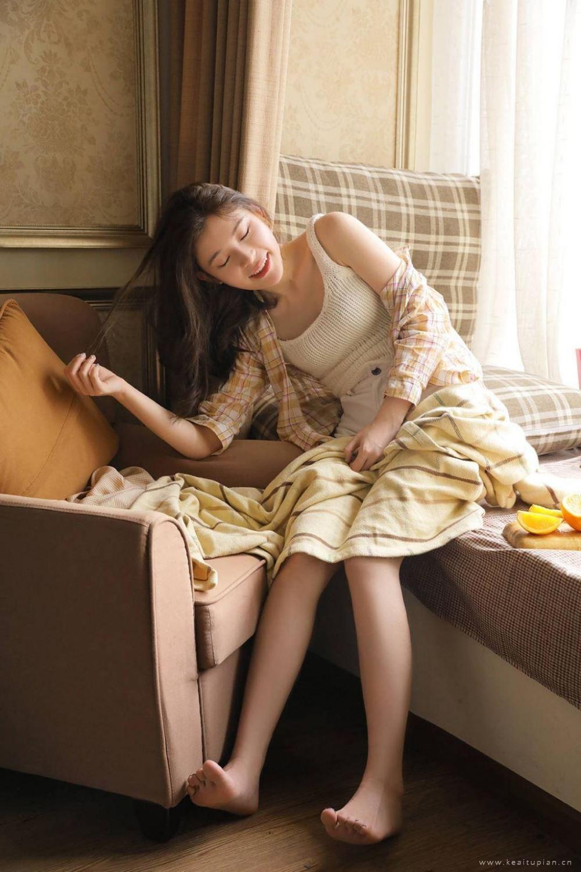 居家风唯美美女白皙长腿私房写真