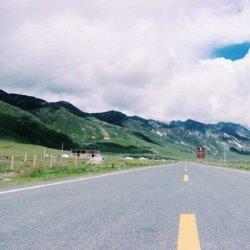 青藏高原公路上的风景图片