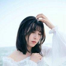 海边白色长裙伤感美女图片