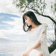泸沽湖边白色长裙女神图片