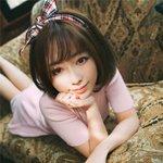 沙发上的可爱清纯美女图