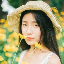 热夏郊外草帽清纯美女图片