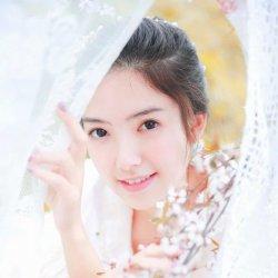 唯美可爱美女白婚纱照片