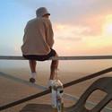 男生背影图片夕阳