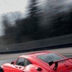 红色超酷跑车飞驰在路上