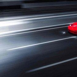 飞驰中的帅气红色极品跑车高清桌面壁纸大图