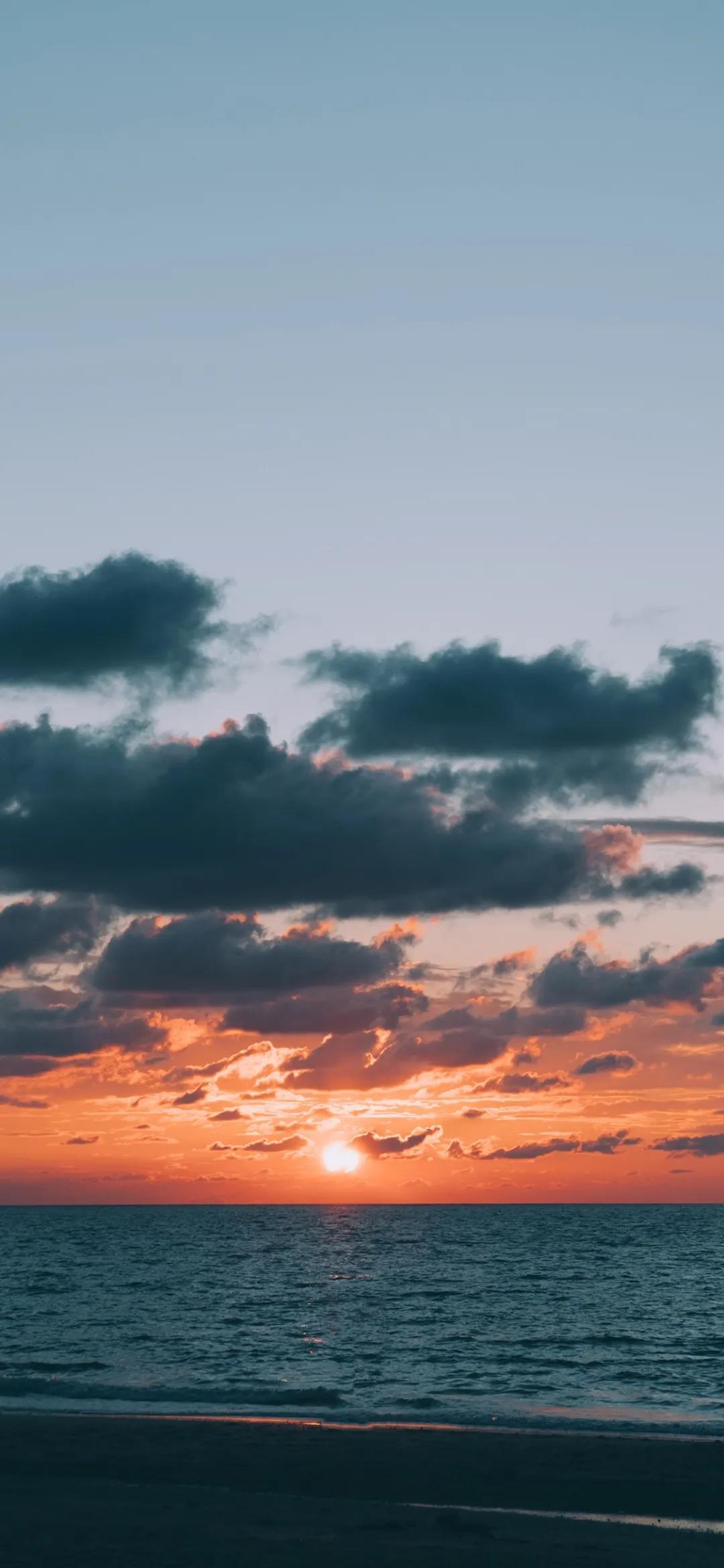 白云和乌云唯美自然风景高清手机壁纸图片