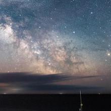 在黑夜里闪亮的星星唯美星
