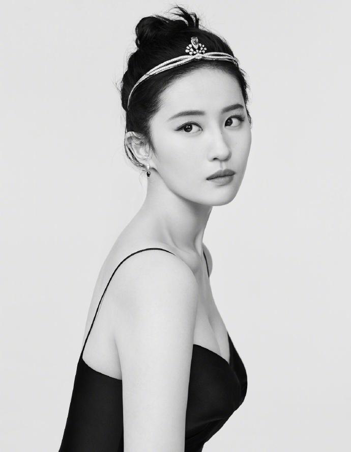刘亦菲钻石发箍酷飒高清写真图片