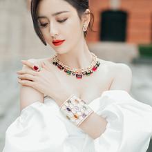 佟丽娅抹胸拖尾长裙性感知性写真图片